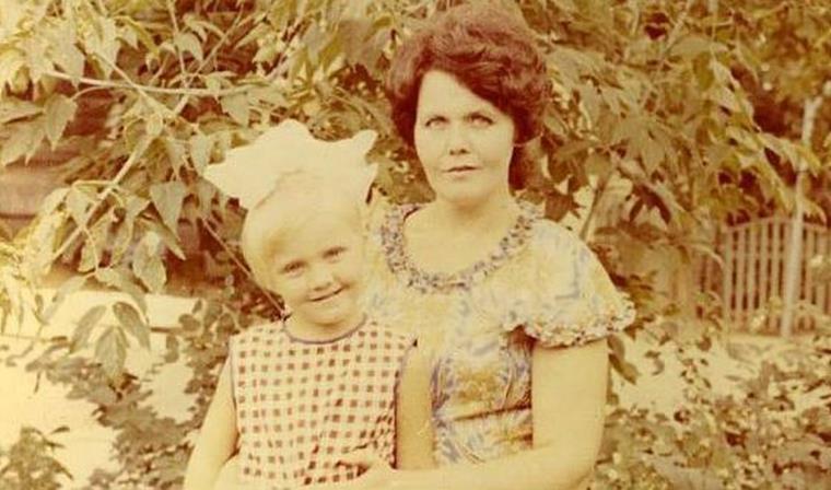 Валерия в детстве с мамой