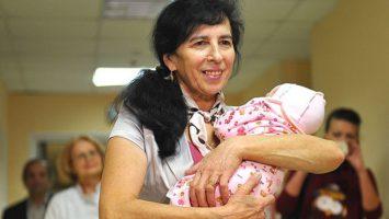 Галина Шубенина с новорожденной дочкой