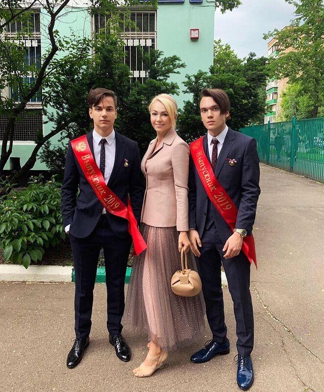 Яна Рудковская и сыновья Андрей и Николай