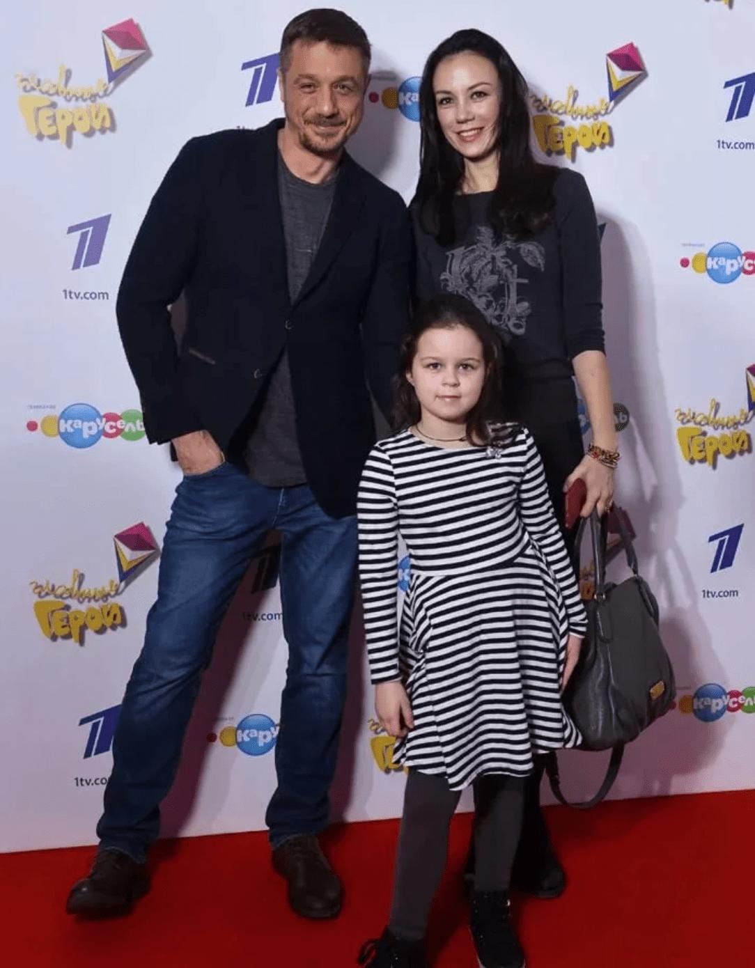 Алексей Макаров с гражданской женой Викторией Богатыревой и дочерью