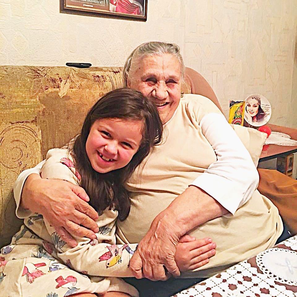 Варвара Макарова с прабабушкой Ольгой Пантелеевной Полищук