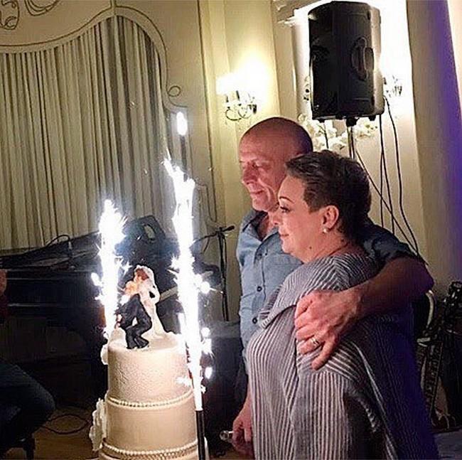 Мария Аронова с мужем празднуют свадьбу