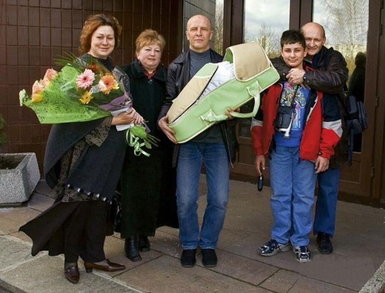 Мария Аронова и Евгений Фомин с новорожденной дочерью