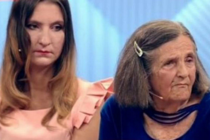 Людмила с бабушкой Талиной Ивановной в эфире «Пусть говорят», 2018 г