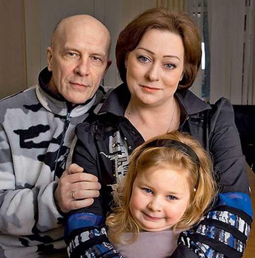 Мария Аронова с мужем и подросшей дочерью