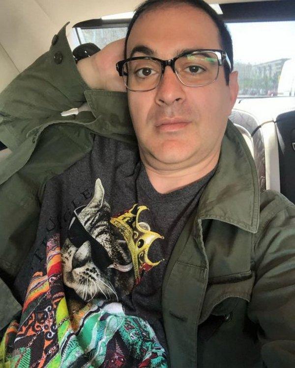 Гарик Мартиросян в футболке с кошкой