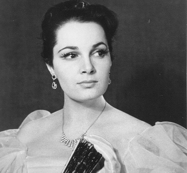 В 1999 г. Элину Быстрицкую назвали красивейшей женщиной уходящего века
