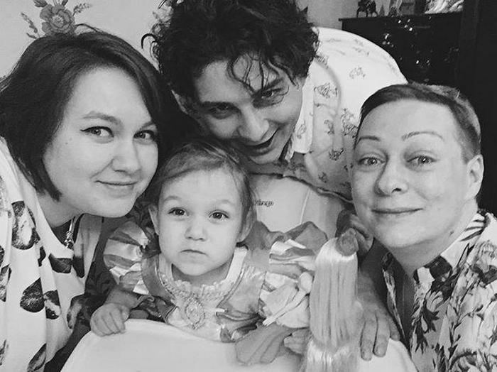 Мария Аронова с сыном Владиславом, невесткой Екатериной и внучкой Тоней