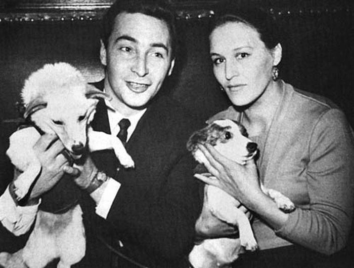 Тихонов и Мордюкова с собаками-космонавтами Белкой и Стрелкой