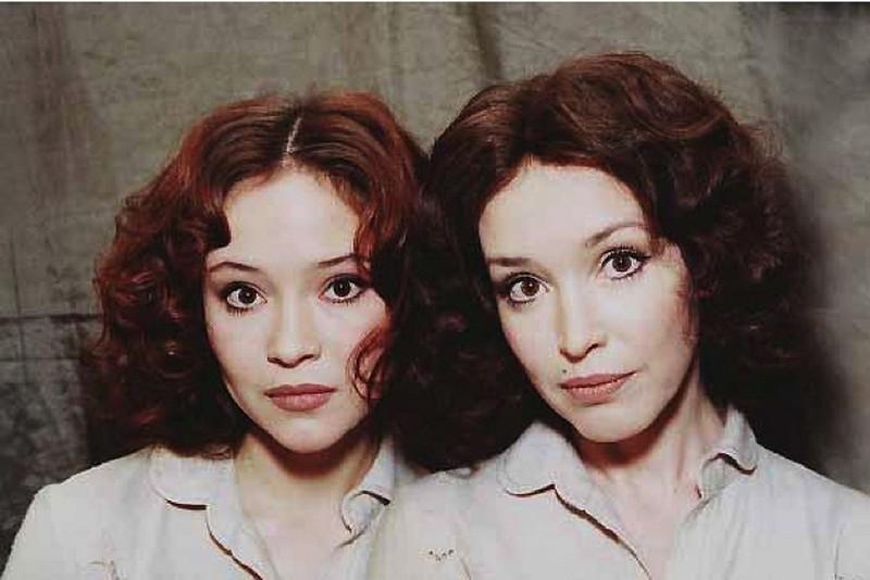 Анна Самохина и ее дочь Александра похожи как сестры-близнецы