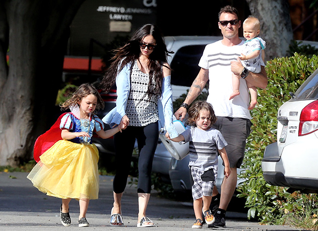 Меган Фокс с мужем и сыновьями