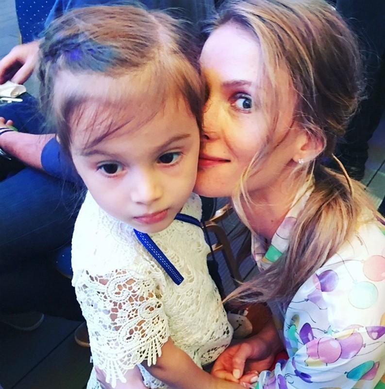 Светлана со старшей доченькой Полиной
