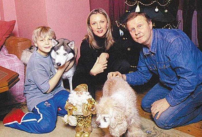 Елена Яковлева с мужем и сыном, 2003 г.
