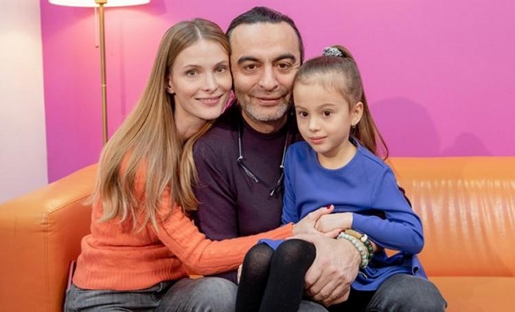 Семейный портрет: Светлана и Джаник с дочерью Полиной