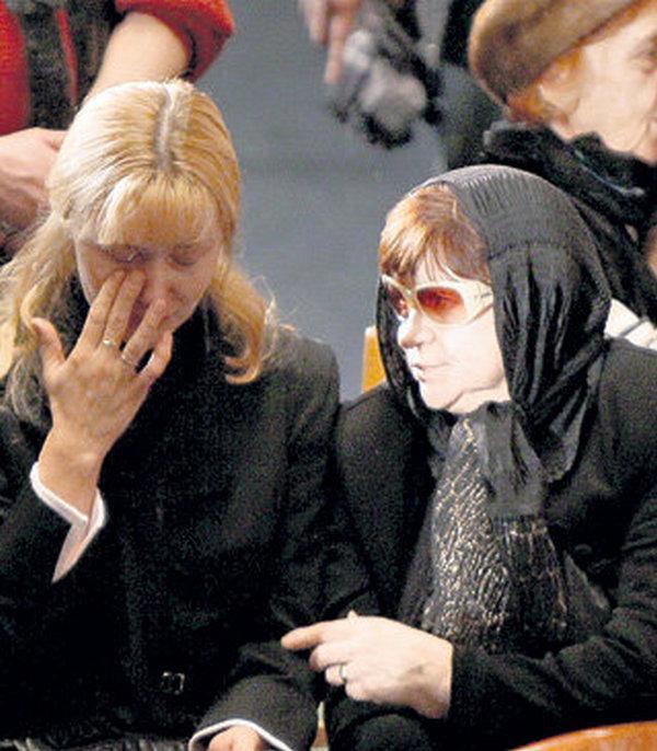 Тамара Ивановна и Анна на похоронах Вячеслава Тихонова