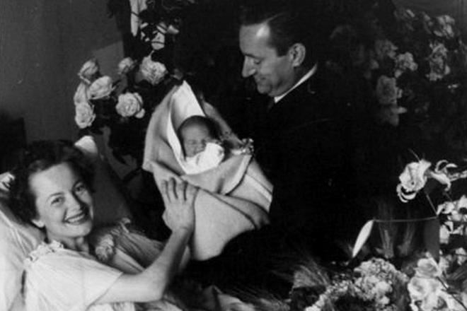 Оливия де Хэвилленд с Пьером Галанте и новорожденной дочерью Жизелью
