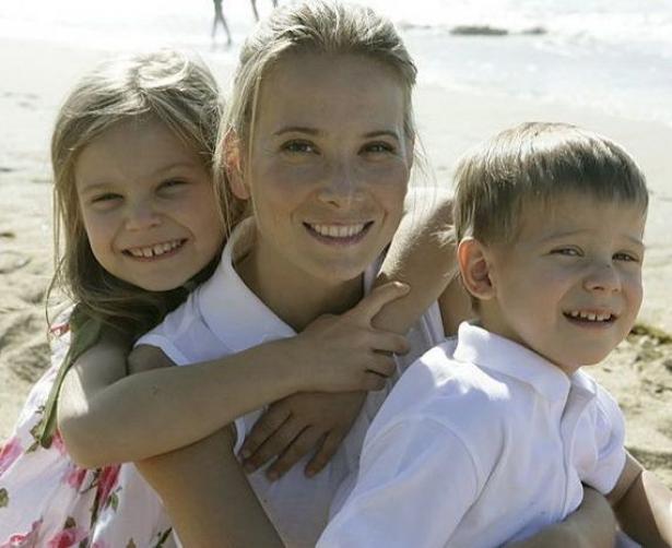 Маша Кончаловская с мамой и братом