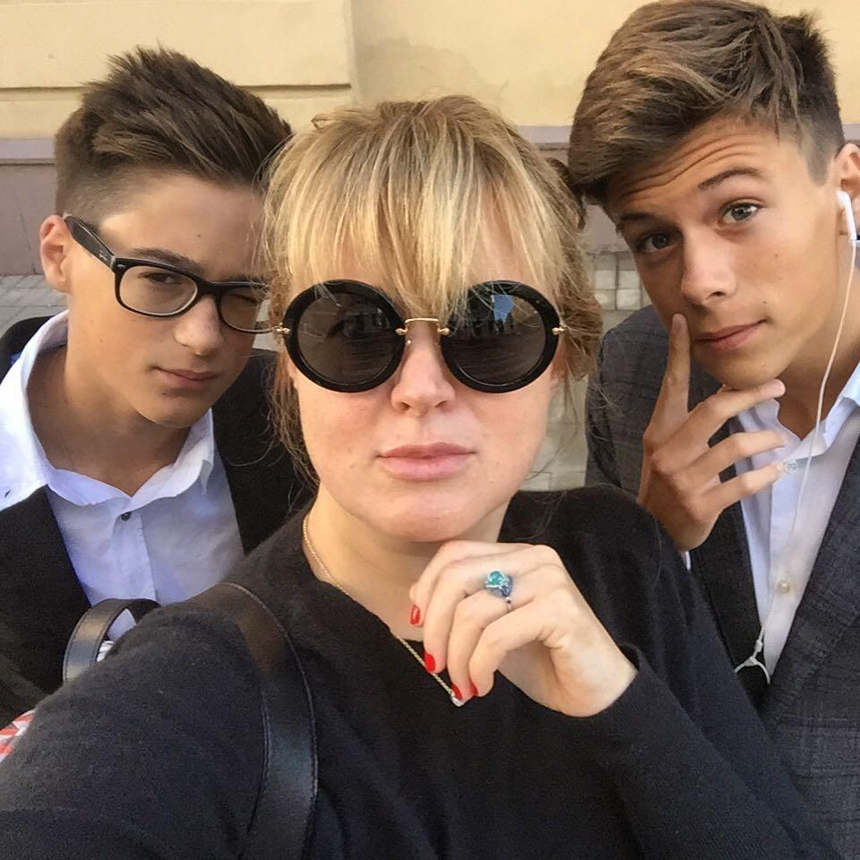 Анна Михалкова с сыновьями, внуками Никиты Сергеевича