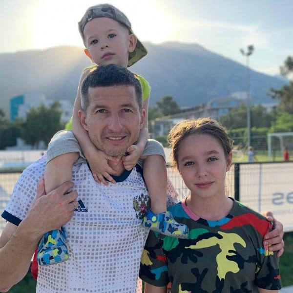 Вера Алдонина с отцом и братом Артемом
