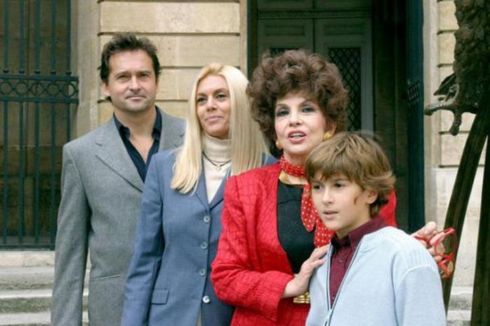 С сыном, невесткой, внуком, 1997 г.