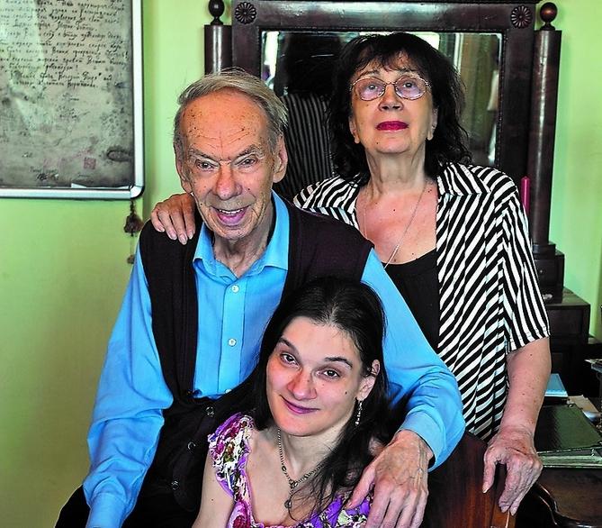 Алексей Владимирович, его жена Гитана Аркадьевна и дочь Мария