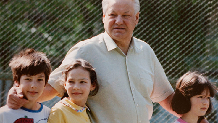 Борис Ельцин с внуками