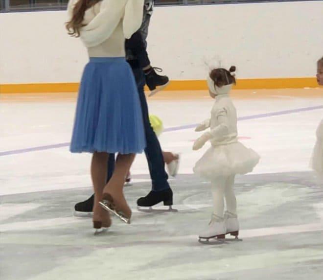 Варя Мороз занимается фигурным катанием в школе Ильи Авербуха