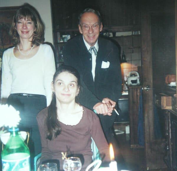 Алексей Баталов со старшей дочерью Надеждой (стоит) и младшей Марией (сидит)