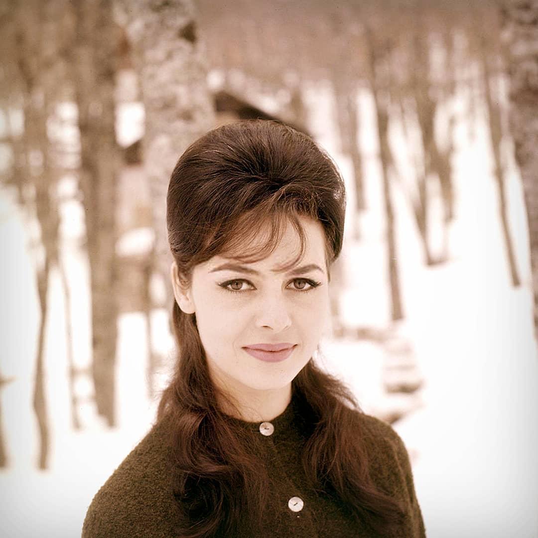 Сегодня трудно представить, что Мишель была брюнеткой (1961 г.)