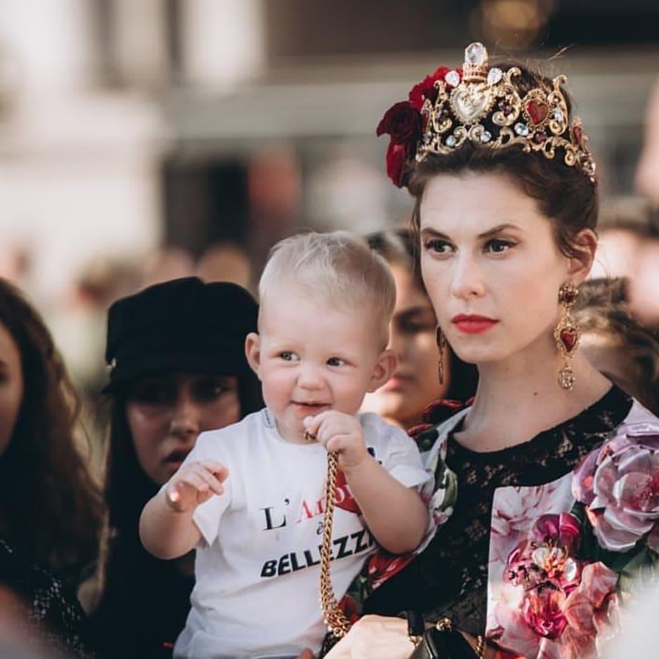 Элеттра Видеманн-Росселлини с сыном на показе Dolce & Gabban