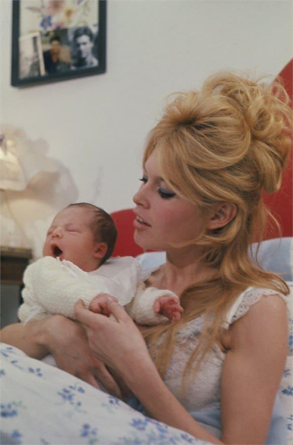 брижит бардо с новорожденным сыном