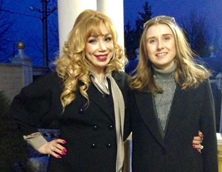 Маша Распутина и ее старшая дочь Лида Ермакова