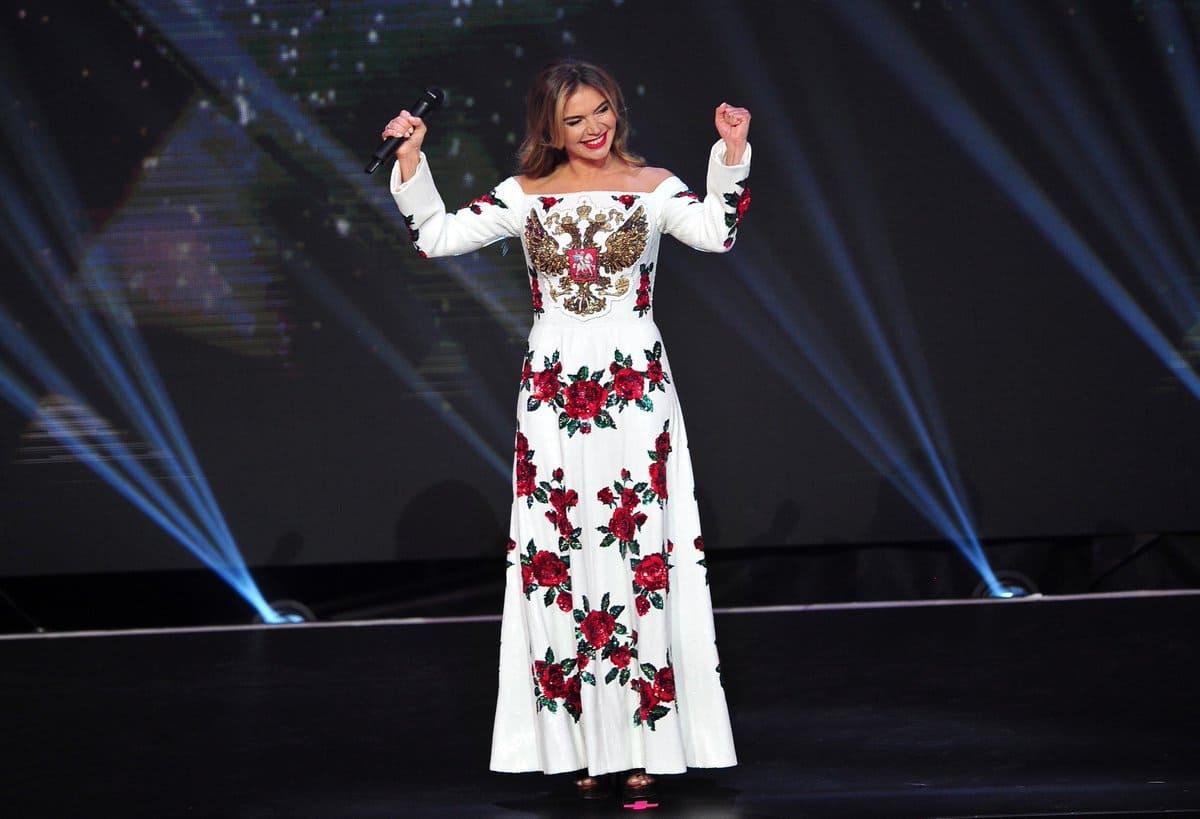 Алина Кабаева в платье с гербом России