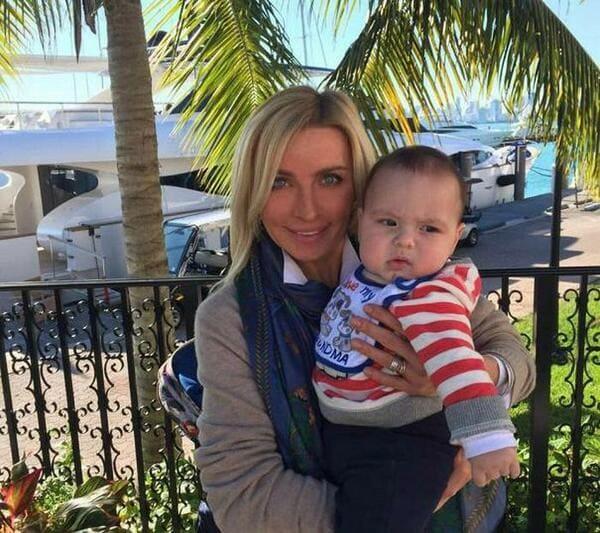 Татьяна Овсиенко с внуком и крестником Алексом