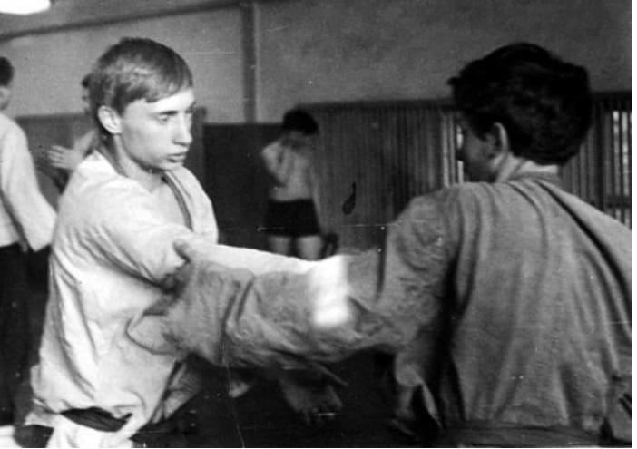 Юный Владимир Путин на тренировке