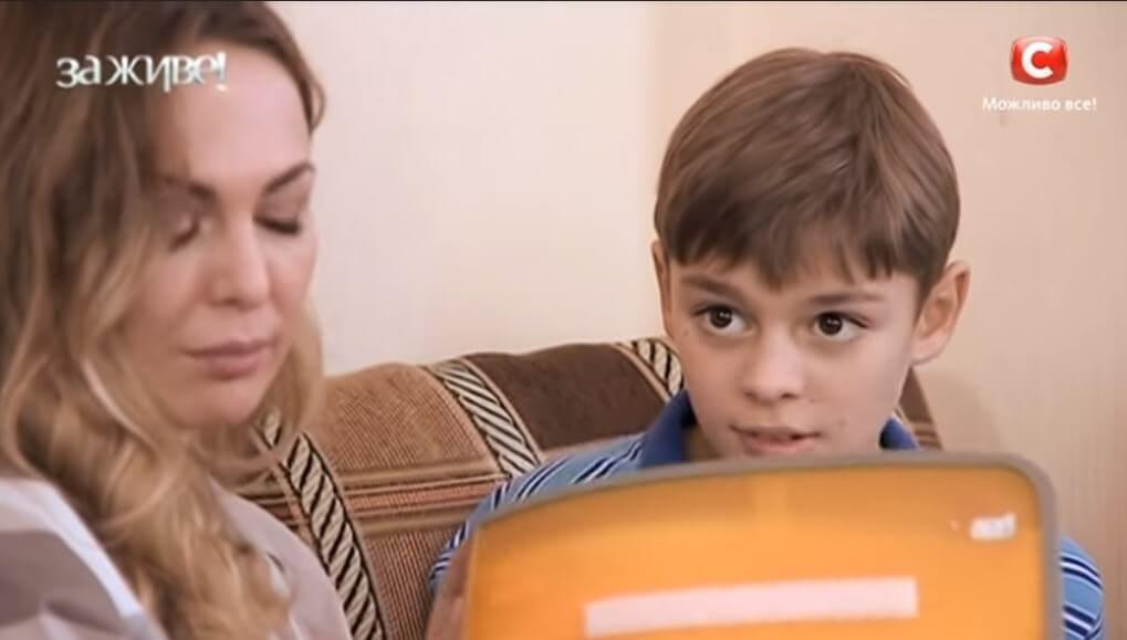 Яна Сумм с сыном аутистом