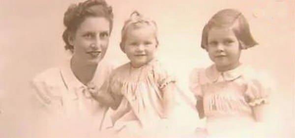 Брижит Бардо с мамой и сестрой
