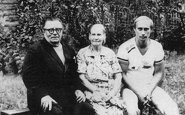 Владимир Путин с родителями