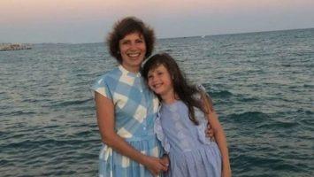 Светлана Зейналова с дочерью аутистом
