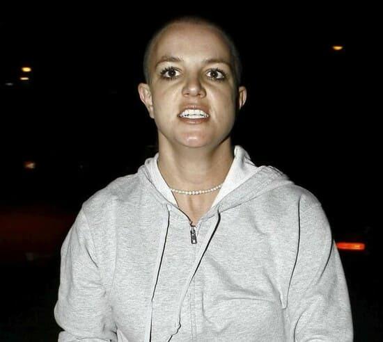 Во время нервного срыва Бритни побрилась наголо, 2008 г.
