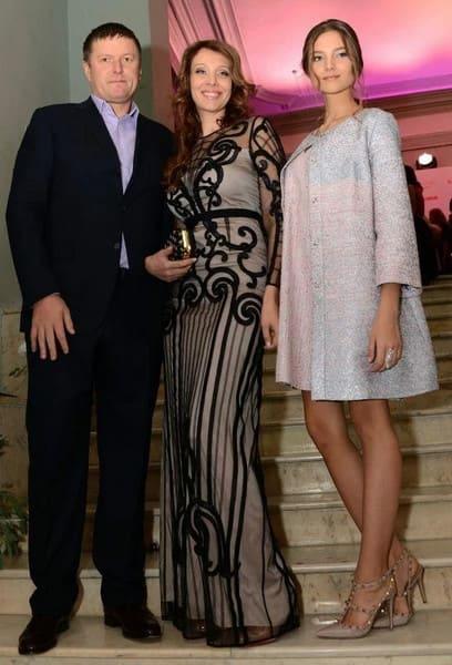 Алеся Кафельникова с родителями