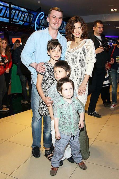 Игорь Петренко и его первая жена Екатерина Климова с дочерью Елизаветой и сыновьями