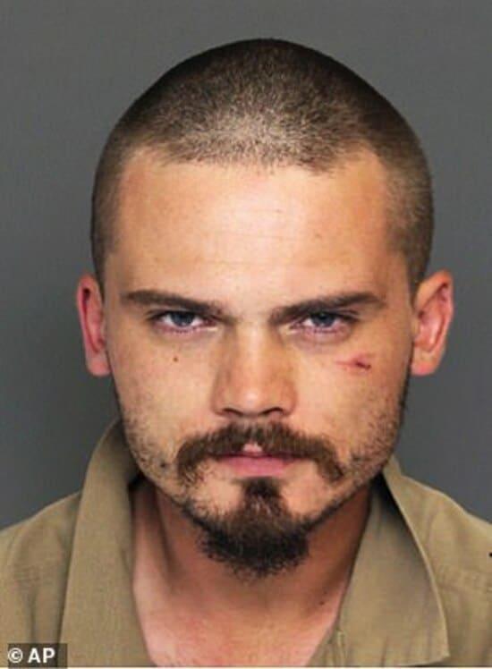 Снимок из полицейского досье. Джейк Ллойд после аварии