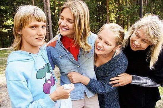 Наталья Водянова с сестрами (Оксаной и Кристиной) и мамой
