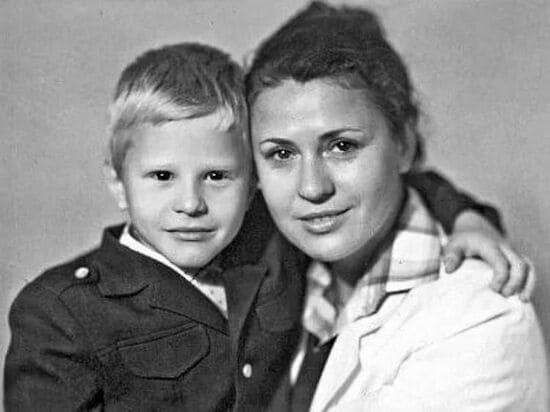 Валентина Толкунова с сыном-первоклассником