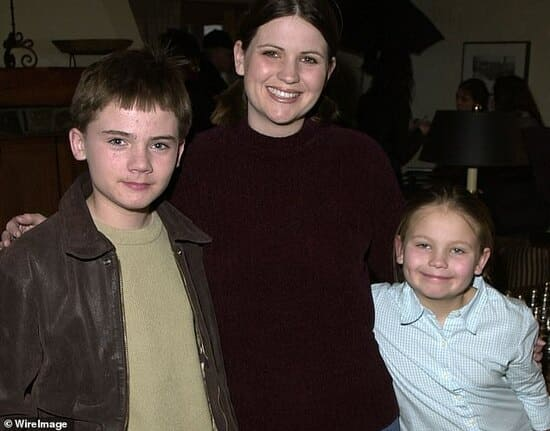 Джейк Ллойд с мамой и младшей сестрой