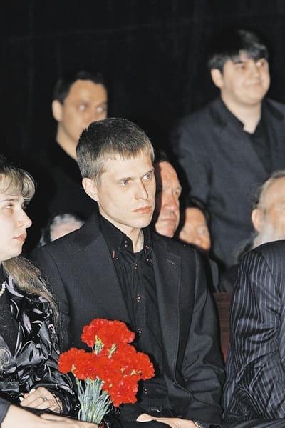 Николай Папоров на похоронах Валентины Толкуновой