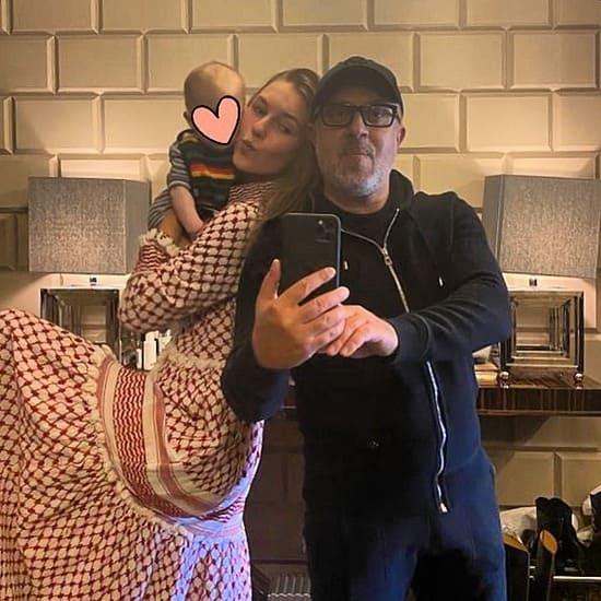 Антон и Саша Винер с сыном на самоизоляции, март 2020