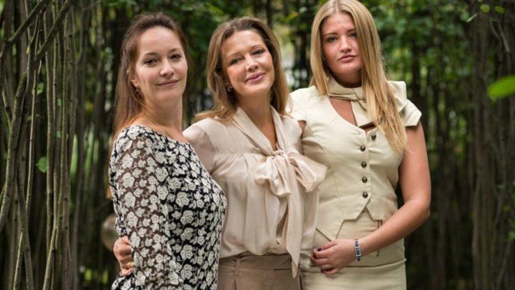 Елена Проклова с дочерьми Ариной и Полиной