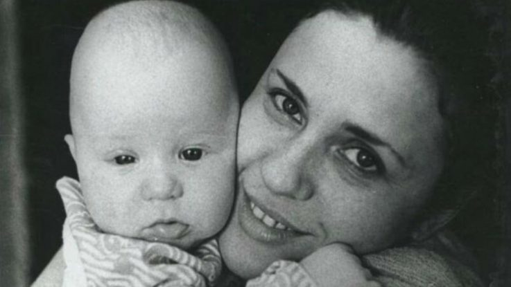 Валентина Толкунова с новорожденным сыном